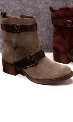 WoW !! Motorcycle boot with buckles, pull tab at back heel, side zipper and stacked heel.