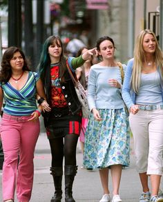 """How """"The Sisterhood Of The Traveling Pants"""" cast stayed friends for 10 years"""