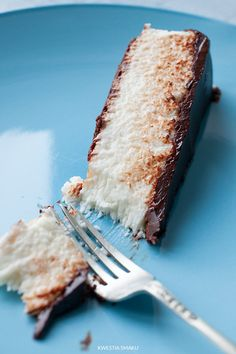 Bounty (chocolate and coconut) cheesecake Fun Baking Recipes, Coconut Recipes, Sweet Recipes, Cooking Recipes, Polish Desserts, Just Desserts, Delicious Desserts, Brownie Recipes, Cheesecake Recipes