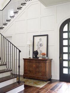 decorer un mur blanc panneaux decoratifs boiserie hall entree Home Interior, Interior Design, Interior Modern, Sherwin William Paint, Style Deco, Foyer Decorating, Interior Decorating, Decorating Ideas, Room Paint
