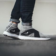 Criss-crossed comfort, Nike's new Free RN Motion Flyknit. Pic via @titoloshop #sneakerfreaker #snkrfrkr #nike #nikefree #freernmotion #flyknit