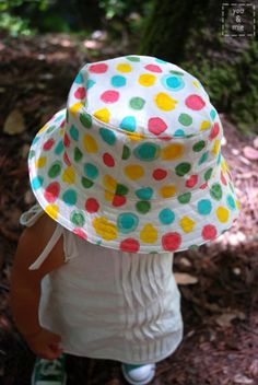Free Reversible Bucket Hat pattern -- Pattern: http://alittlegray.blogspot.ca/2011/08/lttsa-bucket-hats-part-3-look-no-hand.html Machine stitching the brim: http://alittlegray.blogspot.ca/2011/08/lttsa-bucket-hats-part-3-look-no-hand.html Adding a strap: http://www.sewtogether.com.au/1/post/2011/03/oliver-s-reversible-bucket-hat-with-a-little-addition-attaching-straps-to-a-reversible-hat.html