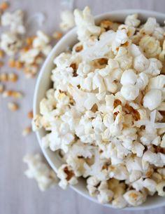 coconut popcorn - add curry/tumeric for coconut curry! Popcorn Toppings, Popcorn Recipes, Coconut Recipes, Keto Recipes, Snack Recipes, Yummy Treats, Sweet Treats, Yummy Food, Easy Snacks