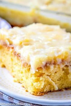 A yellow cake mix and vanilla pudding make this delicious pineapple cake such an easy dessert. Pineapple Cake has soda in the cake and coconut topping. 7up Cake Recipe, Granny Cake Recipe, Cake Flan, Easy Desserts, Delicious Desserts, 7 Up Cake, Box Cake, Chocolate Chip Cookies, Recipes