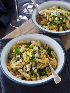 Pasta med squash og kylling - og mye annet godt Squash, Pasta, Ethnic Recipes, Food, Pumpkins, Gourd, Essen, Meals, Pumpkin