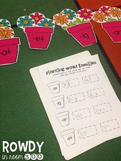 Word families FREEBIE - with a spring theme Grade 1 Reading, Reading Words, Kindergarten Reading, Teaching Reading, Teaching Ideas, Literacy Stations, Literacy Centers, Math Classroom, Classroom Ideas