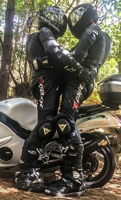 skintight leather clad Bikers,Rubber and PVC Biker Couple, Motorcycle Couple, Motorcycle Suit, Motorcycle Leather, Gay Couple, Biker Love, Biker Girl, Motard Sexy, Cute Gay