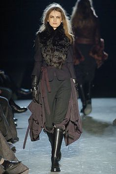 Ann Demeulemeester Fall 2004 Ready-to-Wear Fashion Show - Julia Egorova