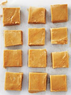 Maple Fudge packed brown sugar whipping cream c pure maple syrup 2 tbsp butter cut in small pieces 1 tsp baking soda 1 tsp vanilla Candy Recipes, Sweet Recipes, Dessert Recipes, Maple Fudge Recipes, Brown Sugar Fudge, Canadian Food, Canadian Recipes, Canadian Candy, Canadian Maple