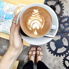 Had some really great coffee in Hong Kong!  кофейни в Азии меня очень приятно удивили  идёшь себе вдоль рынка вокруг помойки и даже не подумать что за углом есть классное место  by polabur