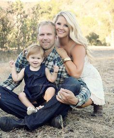 family of 3  #familyphotoideas #familyportraits #familyphotography