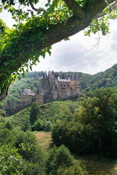Burg Eltz. Urlaub an der Mosel - Schlösser und Burgen im Moselland.