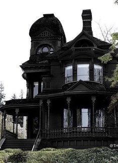 dream house inspiration, houses, homes, architecture, black Gothic House, Victorian Gothic, Black House Exterior, Exterior Homes, Victorian Homes Exterior, Exterior Design, Interior And Exterior, Creepy Houses, Goth Home