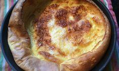 Een echte Pannenkoek. Heerlijk luchtige pannenkoek met ei en citroen. Door de eieren wordt de pannenkoek luchtig. Kan worden geserveerd als ontbijtgerecht.
