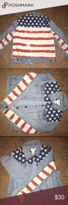 Denim jacket with an American flag back and sleeve It is a Women's light wash denim color with red striped sleeves and a started blue back. Slightly worn but still in great condition. H&M Jackets & Coats Jean Jackets