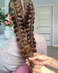 What do you think about these braiding skills and the stunning hairstyle? What do you think about these braiding skills and the stunning hairstyle? Teen Hairstyles, Hairstyles For School, Braided Hairstyles, Viking Hairstyles, Long Thin Hair, Hair Videos, Short Hair Cuts, Hair Trends, Curly Hair Styles