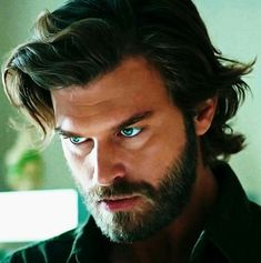 Kivanc as Cesar Turkish Men, Turkish Beauty, Turkish Actors, Travis Fimmel, Beautiful Boys, Gorgeous Men, Kurt Seyit And Sura, Big Blue Eyes, Man Photography
