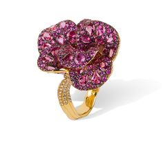 19,2k Gold Ring Fancy cut Sapphires and Diamonds weighting 28,63cts.