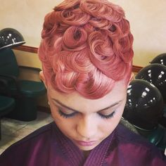 Love pin curls but I want them cold black and shiny. Messy Short Hair, How To Curl Short Hair, Short Hair Cuts, Short Hair Styles, Curly Hair, Curly Short, Cute Hairstyles For Short Hair, Curled Hairstyles, Vintage Hairstyles