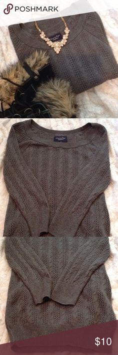 AMERICAN EAGLE Size Petite Small Gray cable knit sweater. American Eagle Outfitters. Size Petite small. Great condition. American Eagle Outfitters Sweaters Crew & Scoop Necks