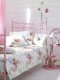 Cute-floral-patterned-bed-cover_large