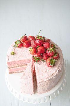 Strawberry Banana Milkshake Cake