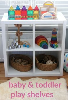 Inspired Baby Play Space I think this is a great way to develop baby and toddler play shelves. Jeni WhiteI think this is a great way to develop baby and toddler play shelves. Heuristic Play, Childcare Rooms, Childcare Environments, Baby Play Areas, Treasure Basket, Infant Classroom, Infant Room Daycare, Home Daycare, Montessori Toddler