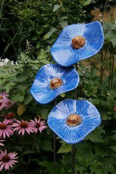 Echte bloemen zijn het allermooist maar deze set klaprozen van ontwerper Jongejan misstaan niet in je tuin! Ook leverbaar in wit en rood! Art Deco Print, Botanical Flowers, Flower Art, Poppies, Dandelion, Ceramics, Garden, Projects, Painting