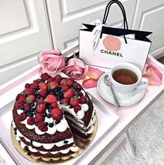 [New] The 10 Best Dessert Ideas Today (with Pictures) - looks so pretty even tho I only eat plain choc cake who else is like this? repost from Cupcakes, Luxury Food, Food Goals, Cookies Et Biscuits, Afternoon Tea, Sweet Tooth, Sweet Treats, Food Porn, Food And Drink