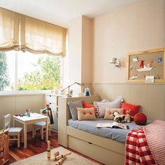 Una cama con cajones, rincones aprovechados con muebles de almacenaje... Si buscas ideas para mantener el orden a raya en la habitación de los peques haz clic en el link de la bio y di adiós al caos . . . #elmueble #habitacionniños #kidsroom #niños #kids #orden #ordenar