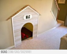 Great use of space under stairs and hall Home Office Design working space Dog house under the stairs. Sweet Home, Under Stairs Dog House, House Stairs, Basement Stairs, Diy Pet, Home And Deco, Dog Houses, Dream Houses, Humble Abode