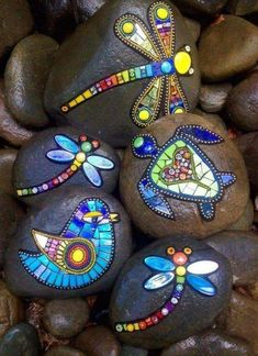 Easy Paint Rock For Try at Home (Stone Art & Rock Painting Rock Painting Patterns, Rock Painting Ideas Easy, Dot Art Painting, Rock Painting Designs, Pebble Painting, Pebble Art, Stone Painting, Dragonfly Painting, Dragonfly Yard Art