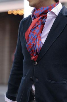 red and blue Casual Dress Outfits, Classic Outfits, Mens Scarf Fashion, Mens Shirt And Tie, Scarf Knots, Bespoke Tailoring, Scarf Styles, Menswear, Men Casual