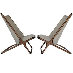 A Pair of Ward Bennett Scissor Chairs in Natural Linen 1