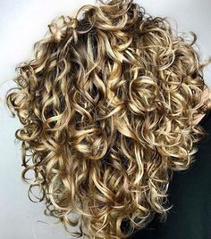 The Secret To Amazing Curly Hair The Secret To Amazing Curly Hair,hair / style Adorable curly hair Related posts:Tape resist watercolor painting - crafts for kidsOrganized Kitchen Pantry Ideas - Home Organization Stylish. Curly Bob Hairstyles, Short Curly Hair, Wavy Hair, Pretty Hairstyles, Curly Hair Styles, Bob Haircuts, Curly Girl, Style Curly Hair, Perms For Short Hair