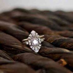 Looking for the perfect engagement ring design for your dream wedding? Take a look at what's trending as the most popular engagement ring designs for Blue Wedding Rings, Wedding Rings Vintage, Vintage Engagement Rings, Vintage Rings, Wedding Jewelry, Unique Vintage, Vintage Diamond, Bridal Rings, Solitaire Engagement