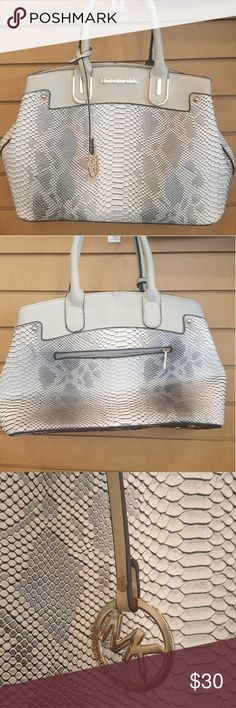 Beatiful faux snake skin bag Beautiful faux snake skin bag like new Bags