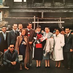 Cast and production crew, leaving Rome, after finishing the filming of Roman Holiday, Audrey Hepburn Roman Holiday, Audrey Hepburn Style, Miss U All, Standing In The Rain, William Wyler, Gina Lollobrigida, Gregory Peck, Love Film, Princess Anne
