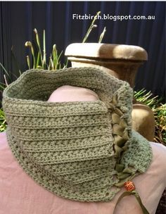 A beautiful crochet cowl with ribbon details.  Free pattern from Fitzbirch Craft
