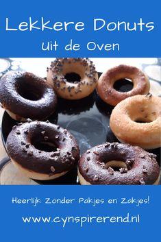 Mijn dochter is gek op donuts. Maar aangezien donuts normaal gesproken in de frituur gebakken worden, kunnen wij ze thuis niet maken. En dus gingen we op zoek naar een lekker recept voor donuts uit de oven. Deze donuts zijn een hit bij mijn dochter! Om samen te bakken én op te snoepen natuurlijk! Bekijk dit recept voor Donuts zonder pakjes en zakjes op www.cynspirerend.nl Doughnut, Tasty, Snacks, Baking, Desserts, Recipes, Drinks, Seeds, Tailgate Desserts