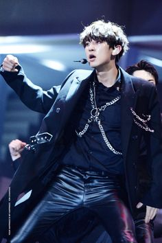 Chanyeol at MAMA 2016 Cr. To the owner, taken from Park Chanyeol Exo, Kyungsoo, Exo For Life, Chanbaek Fanart, Kim Junmyeon, Asian Actors, Beautiful Boys, Daddy, Kpop