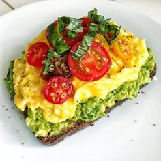 @ Shehealth Classic Avocado Toast with Creamy Kale Cashew . @ Shehealth Classic Avocado Toast with Creamy Kale Cashew Pes – AES: FOOD - Healthy Meal Prep, Healthy Breakfast Recipes, Healthy Snacks, Healthy Recipes, Breakfast Options, Detox Recipes, Healthy Drinks, Healthy Carbs, Brunch Recipes