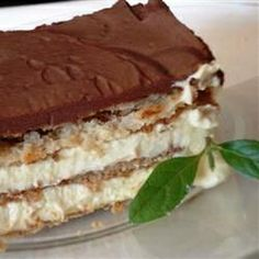 Easy Holiday Desserts - Chocolate Eclair Cake - Do you like chocolate eclairs? This delicious chocolate eclair dessert recipe will definitely remind you of traditional eclairs except you will...