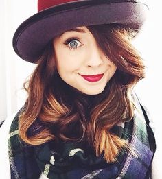 Whether Zoella is on a date with Alfie, or attending the launch of her book, Zoe Sugg (aka Zoella) always has great hair. She has done long hair, ombre hair, plaits and a bob - what's your favourite? Zoella Makeup, Famous Youtubers, Zoe Sugg, Hair Pictures, Hair Goals, Her Hair, Makeup Looks, Hair Color, Make Up