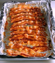 Buffet Style Oven Baked Bacon cooks up perfectly every time with no fussing, spatters or standing at the stove! It's foolproof and mess free. Cooking Bacon, Easy Cooking, Cooking Recipes, Healthy Recipes, Bacon Recipes, Ono Kine Recipes, Cooking Eggs, Cooking Cake, Cooking Pasta