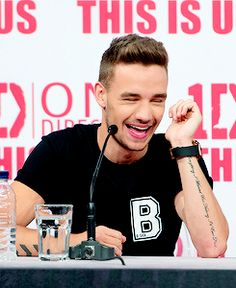 Awww I love seeing Liam smile, it really makes my day ♡ (especially after my miserable day today ughhhh peasants are just so rude and annoying :P)  Love you Liam :) xxxx. ~Linz ♡