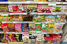A look inside the weird, wacky and wonderful Japanese convenience store full of ready to eat foods, snacks and even clothing. Japanese Drinks, Japanese Snacks, Japanese Sweets, 7 11 Food, 7 11 Stores, Korean Store, Japanese Store, Food Shelf, Around The World Food