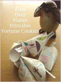 make your own fortune cookies!  SO CUTE! - i found it on toostinkincute.blogspot