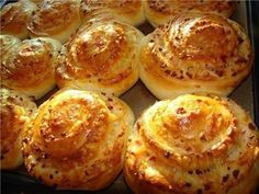 nice Pastry with cheese Cheese Scones, Cheese Muffins, Croissant Brioche, Savory Bread Recipe, Macedonian Food, Biscuit Cake, Russian Recipes, Savory Snacks, Bagels