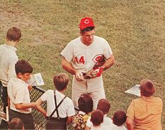 Pete Rose signs for the fans